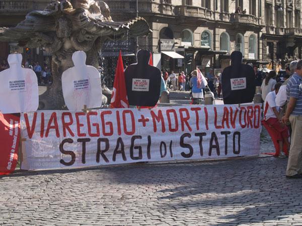 Mercoledi 8 luglio durante le giornate di mobilitazione contro il vertice del g8, il comitato contro le morti sul lavoro si è recato davanti al Ministero del Lavoro in solidarietà con le vittime di Viareggio e per denunciare che in Italia si continua a morire sul lavoro.